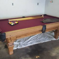 Olhousen 8'x4' pool table, lights, bar, and plenty of cues and accesor
